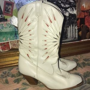 White Womens Cowgirl Boot Size 7 Fits Like 6.5